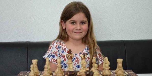 8 yaşındaki Aleyna Altınışık, Avusturya'da satranç şampiyonu oldu