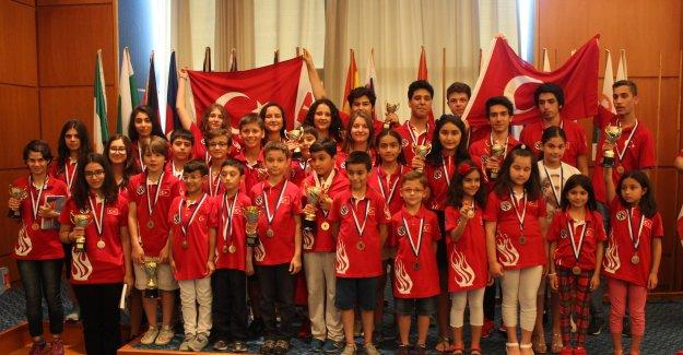 Satranç'ta Türkiye'ye Madalya Yağmuru